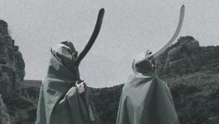 """Melanie Gollin und Heiko Reusch im Remake des KLF Films """"The Rites of Mu"""" (Foto: Sophie Euler/Nachbearbeitung: Nina Maul)"""